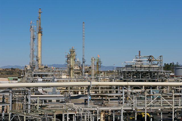 Santa Maria Refinery with blue skies