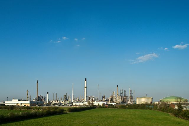 Daytime shot of Humber Refinery with blue sky